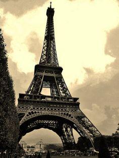 "An icon for 125 years | ""PARIS - Eiffel Tower"" | Juan Carlos Castellanos via flickr"