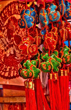 THERE IS A LOT OFRED DURING CHINÊSE NEWYEAR!     #CHINESE_NEW_YEAR  chinese new year ornaments (3)