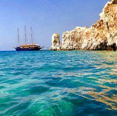 Η ελληνική «Γαλάζια Λίμνη»: Το ακατοίκητο νησί με τις φυσικές πισίνες που «βουλιάζει» από κόσμο (Pics) Sailing Ships, Boat, Dinghy, Boats, Sailboat, Tall Ships