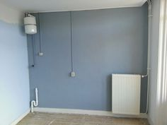 The kitchen wall grey. I am not happy with the blue now so I am afraid it has to go. Remplacement color still unknown.