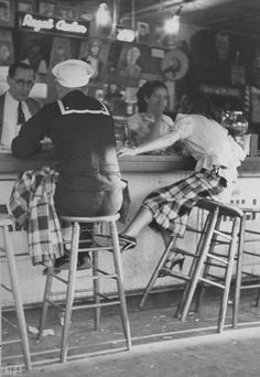 vintage everyday: Sailor on shore leave sitting at a soda fountain with young woman. Black N White, Black White Photos, Black And White Photography, White Bar, Vintage Pictures, Old Pictures, Old Photos, Vintage Images, Old Love