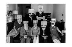 Sua arte uma constante na revista The New Yorker por quase seis décadas, Steinberg desenhou máscaras (suas e de seus amigos) em sacos de papel pardo, e pediu que Inge Morath as fotografasse - sozinho ou em grupos.