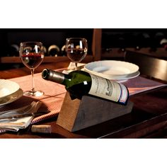 """Single bottle holder lt in brushed spruce wood with an """"used"""" effect. Perfect to serve wine at the table or simply as a decoration. Wine Drinks, Alcoholic Drinks, White Wine, Red Wine, Giveaways, Bottle Holders, Wood Design, Wine Rack, Glass"""