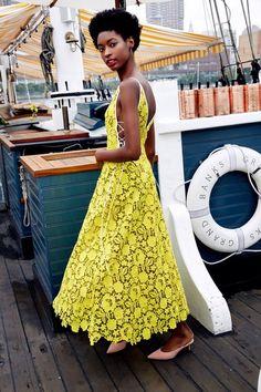Lela Rose Frühjahr 2019 Prêt-à-porter-Modenschau - Yellow Clothes Lela Rose, Yellow Bridesmaid Dresses, Yellow Fashion, Fashion Show Collection, Mellow Yellow, Yellow Dress, Yellow Lace, New York Fashion, Spring Fashion