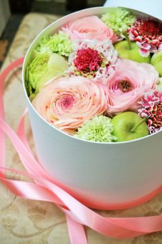box flower:ranunculus,scabiosa and green apple Make it more like a fruit hamper so the receiver can enjoy the fruits