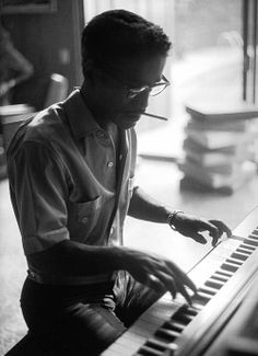 Sammy Davis Jr. at home, photographed by Sid Avery, 1960