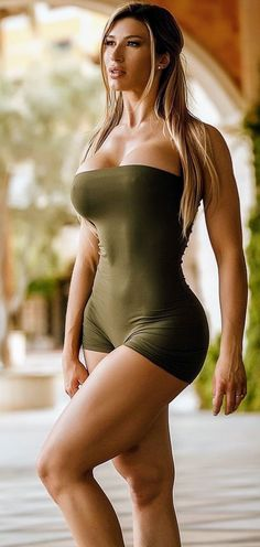 Fit Women, Sexy Women, Mode Rock, Pullover Shirt, Sexy Skirt, Hot Outfits, Mannequins, Bikini Girls, Gorgeous Women