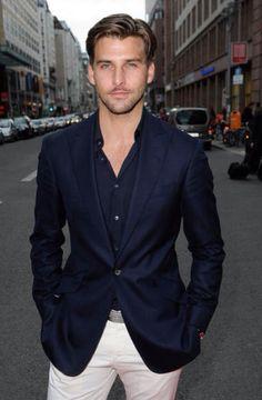Look casual masculino blazer marinho.