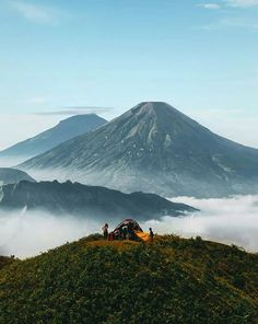 Gunung Prau Dieng Wonosobo by Beautiful Sunrise, Most Beautiful, Beautiful Places, Sunrise Mountain, Mountain Wallpaper, Last Minute Travel, Mountain Climbers, Natural Phenomena, Travel News