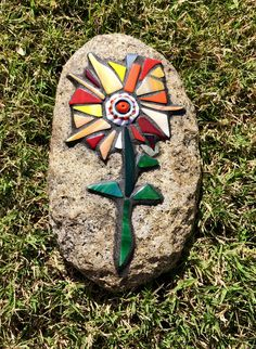 Mosaic Art Projects, Mosaic Ideas, Mosaic Crafts, Diy Projects, Mosaic Stones, Mosaic Rocks, Mosaic Glass, Stained Glass Flowers, Fused Glass Art