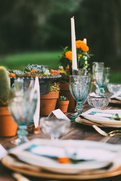 Florida inspired table setting by Set Rentals and Design / photo by towanderandseek.com