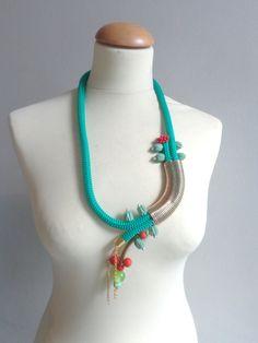 lange spiraal ketting groen oranje rood touw lange door stavroula