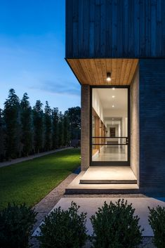 Architect Michael Viviano has worked with his mum and dad to create them this concrete and timber house with a gable roof in Houston, Texas. Modern Architecture House, Modern House Design, Architecture Design, Timber House, Facade House, Exterior Design, House Ideas, Houston, Parents