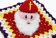 Deze Sint en Piet zijn niet zomaar decoraties voor in huis. Nee, het zijn knuffeldoekjes! Wolplein.nl maakte deze vrolijke Sinterklaas en Zwarte Piet haakpatronen.