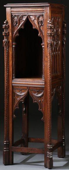 AN INTERESTING CARVED, GOTHIC STYLE STAND WITH : Lot 1009