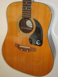 Guitare idéale pour débutantModèle : Epiphone PR-200Louée avec housse de…