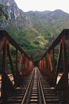 Puente sobre el río Urubamba Cusco, Perú