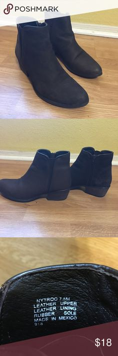Steve Madden booties Brown Steve Madden booties. All leather women's size 7.5 worn a handful of times! Feel free to make me an offer 😁 smoke free/clean home 🚭🏡 Steve Madden Shoes Ankle Boots & Booties