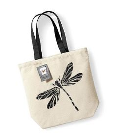 Straw bags are the first ones that come to mind when you talk about summer bag models. Straw bags can be hand-knitted or ready-made. Other popular bags in Painted Canvas Bags, Canvas Tote Bags, Jute Bags, Fabric Bags, Cloth Bags, Handmade Bags, Shopping Bag, Purses And Bags, Creations