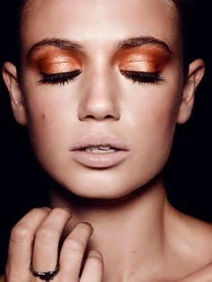 Burnt orange eye shadow and nude lips Beauty Makeup, Eye Makeup, Hair Makeup, Hair Beauty, Color Me Beautiful, Beautiful Eyes, Fashion Makeup Photography, Orange Pumps, Spike Bracelet