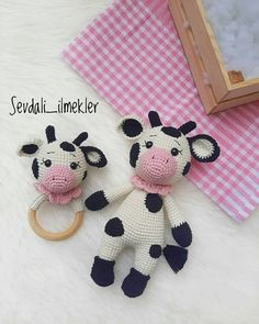 Amigurumi-gran-vaca-manchada-construcción Crochet Cow, Crochet Bear Patterns, Crochet Baby Toys, Baby Knitting Patterns, Amigurumi Patterns, Cow Pattern, Crochet Home Decor, Baby Rattle, Amigurumi Doll