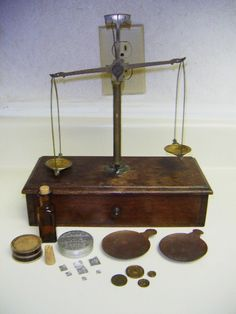 ANTIQUE WOOD & BRASS BRONZE APOTHECARY SCALE W/ WEIGHTS & MORE | eBay
