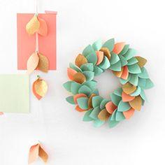 Tutorial to make an easy paper leaf Christmas wreath. No hot glue gun required!