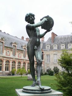Annette would be trying to put clothes on this statue!!  And they would even look stylish!!