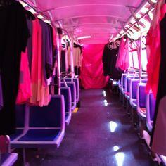 Pop-Up Shop de MARTIN LIM dans un autobus rose au Centre-Ville de Montréal #fmdm12