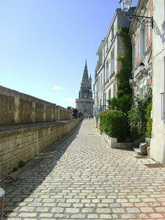 rue sur les murs (anciennes fortifications)