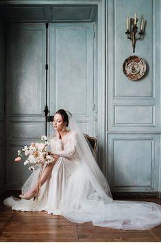 Verträumte Inspirationen in Blau auf Château de Salvanet   Hochzeitsguide Elegant, Wedding Dresses, Fashion, French Chic, Natural Women, Silk Ribbon, Feminine Style, Flower Art, Marriage Dress