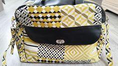 Sac Boogie cousu par Martine - simili noir - motifs géométriques jaunes et noirs - Patron Sacôtin