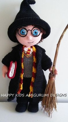 Mesmerizing Crochet an Amigurumi Rabbit Ideas. Lovely Crochet an Amigurumi Rabbit Ideas. Chapeau Harry Potter, Harry Potter Dolls, Crochet Bunny, Crochet Animals, Knit Crochet, Crochet Disney, Owl Crochet Patterns, Amigurumi Patterns, Knitted Dolls