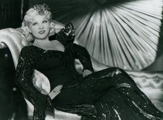 Mae West: the Scandalous 1920s Pinup -