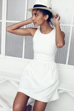 I would love to have a white sundress! I love that this one looks lightweight and comfy, but still structured. Also, a fitted waist is a must! Trendy Dresses, Nice Dresses, Fashion Dresses, Sun Dresses, White Dress Summer, Little White Dresses, Outfit Summer, White Casual Dresses, White Sundress Wedding