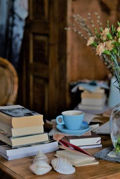 latte & books · Lisa Hjalt