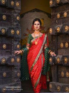 10 Maharashtrian Bridal Looks That Gave Us A Run For Our Money! Indian Bridal Outfits, Indian Bridal Fashion, Indian Designer Outfits, Wedding Saree Blouse Designs, Saree Wedding, Marathi Bride, Marathi Wedding, Marathi Nath, Marathi Saree