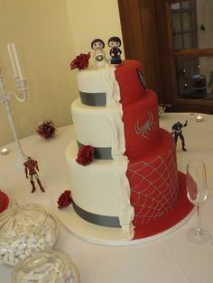Half Spider-Man and half pretty white modern wedding cake :) Superhero Wedding Cake, Diy Wedding Cake, Wedding Sweets, Superhero Cake, Amazing Wedding Cakes, Wedding Cake Designs, Wedding Cake Toppers, Marvel Wedding, Batman Wedding