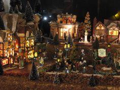 Dept.56 Dickens Miniature Village Display
