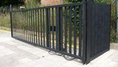 Portón para acceso a garaje. http://www.tallereslobon.com/