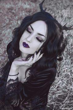 Obsidian Kerttu Gótica con cuernos en la cabeza