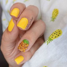 Piña - Pineapple - sparkly pineapple accent nail - nail art - nails - manicure
