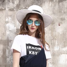 How can we have both fashion and taste? The answer is simple, put it on. Mirrored Sunglasses, Sunglasses Women, Simple, Fashion, Moda, Fashion Styles, Fashion Illustrations