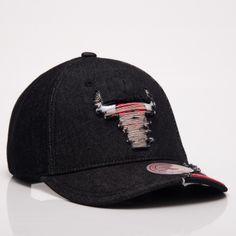 b3ff98b01d799d Mitchell   Ness NBA Chicago Bulls Worn Denim Snapback Cap - NBA Shop Chicago  Bulls Merchandise