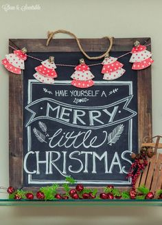 Great collection of Christmas chalkboard ideas to inspire you for the holiday season!
