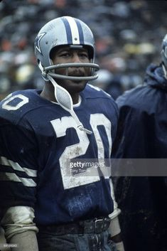 News Photo : Defensive back Mel Renfro of the Dallas Cowboys...
