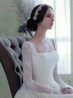 2014 F/W 예쁜 롱슬리브 웨딩드레스 디자인♡ 벌써 3일간의 연휴가 지나고 월요일도 저물어 가고... Sheer Wedding Dress, Weeding Dress, One Shoulder Wedding Dress, Wedding Gowns, Pretty Dresses, Beautiful Dresses, Mom Dress, Sweet Dress, Bridal Dresses