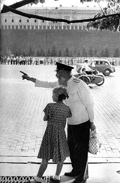 vintage everyday: Black & White Photos of Soviet Union in 1954 by Henri Cartier-Bresson