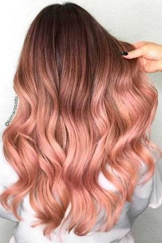 Rose gold hair color ideas for blonde, brown and red hair. Best tutorial and photos with rose gold hair color. Gold Hair Colors, Ombre Hair Color, Rose Hair Color, Red Ombre, Dyed Hair Ombre, Subtle Ombre, Hair Colours, Trendy Hair Colour, Pastel Ombre Hair