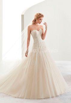Vestido de novia Modelo 17433. Colección 2017 en Eva Novias Madrid.  #vestido #novia #weddindress #fashion #bridalfashion